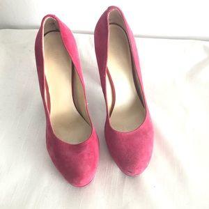 🦋 3/$15 Nine West dark pink suede platform heels